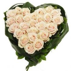 25 Heart of cream roses