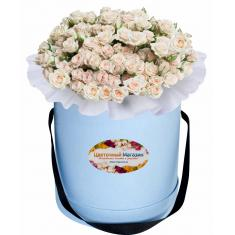 Cream spray roses in a hat box