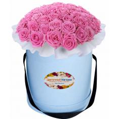 Pink roses in a hat box
