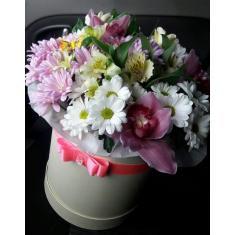 Mix of flowers in a hatbox
