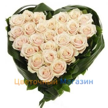25 Heart of cream roses25 Heart of cream roses