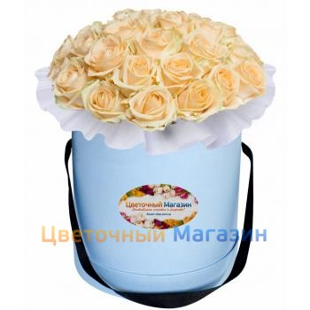 Cream roses in a hat box